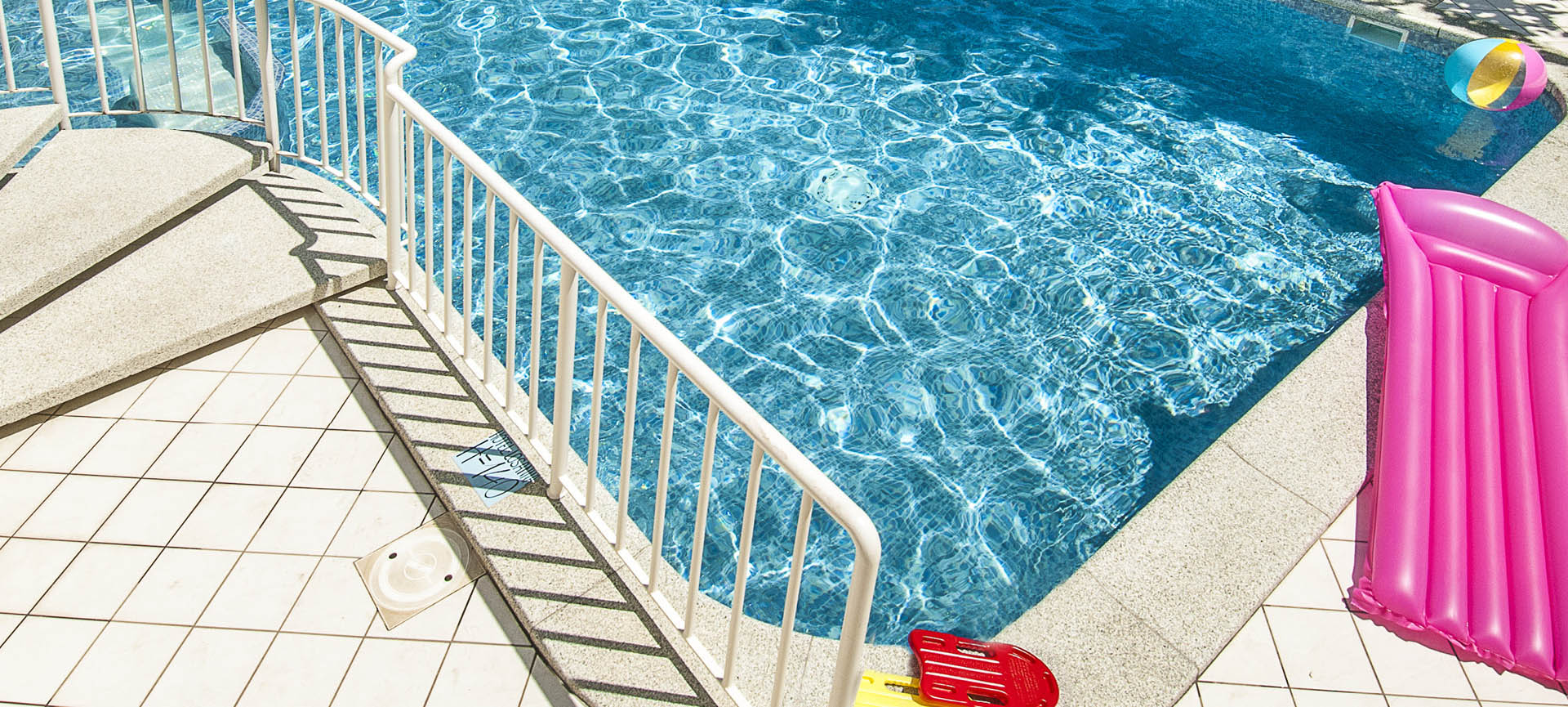 H tel avec piscine gabicce mare for Piscine hotel explorer